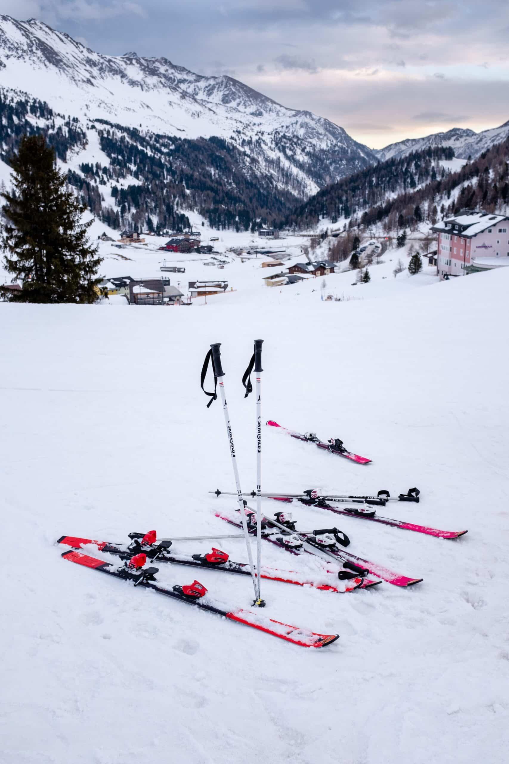 detuned skis