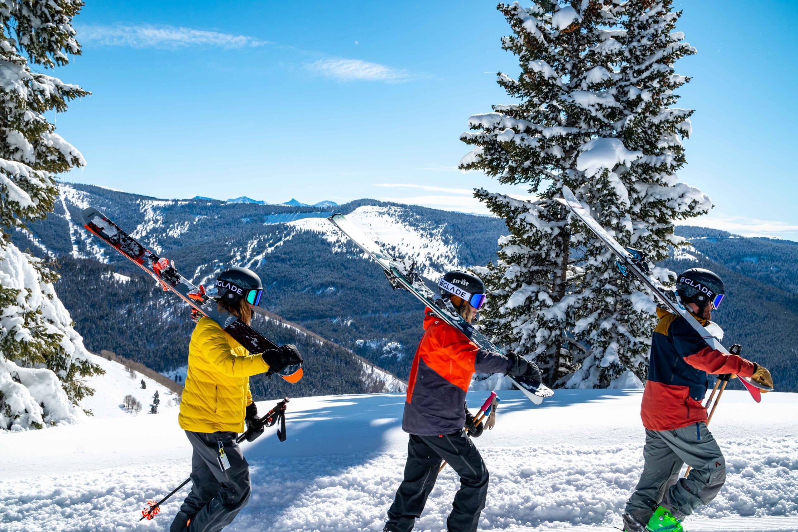 skiers freeride skiing
