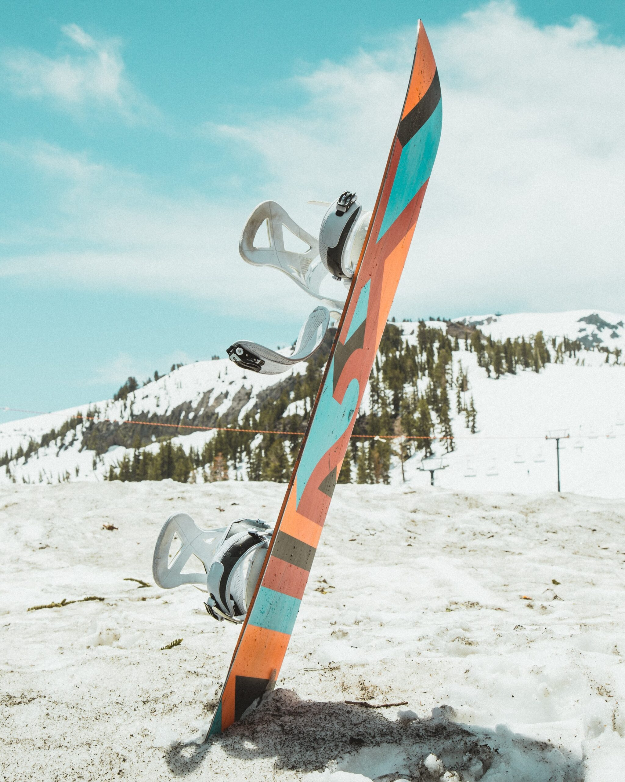 Snowboard with mounted bindings