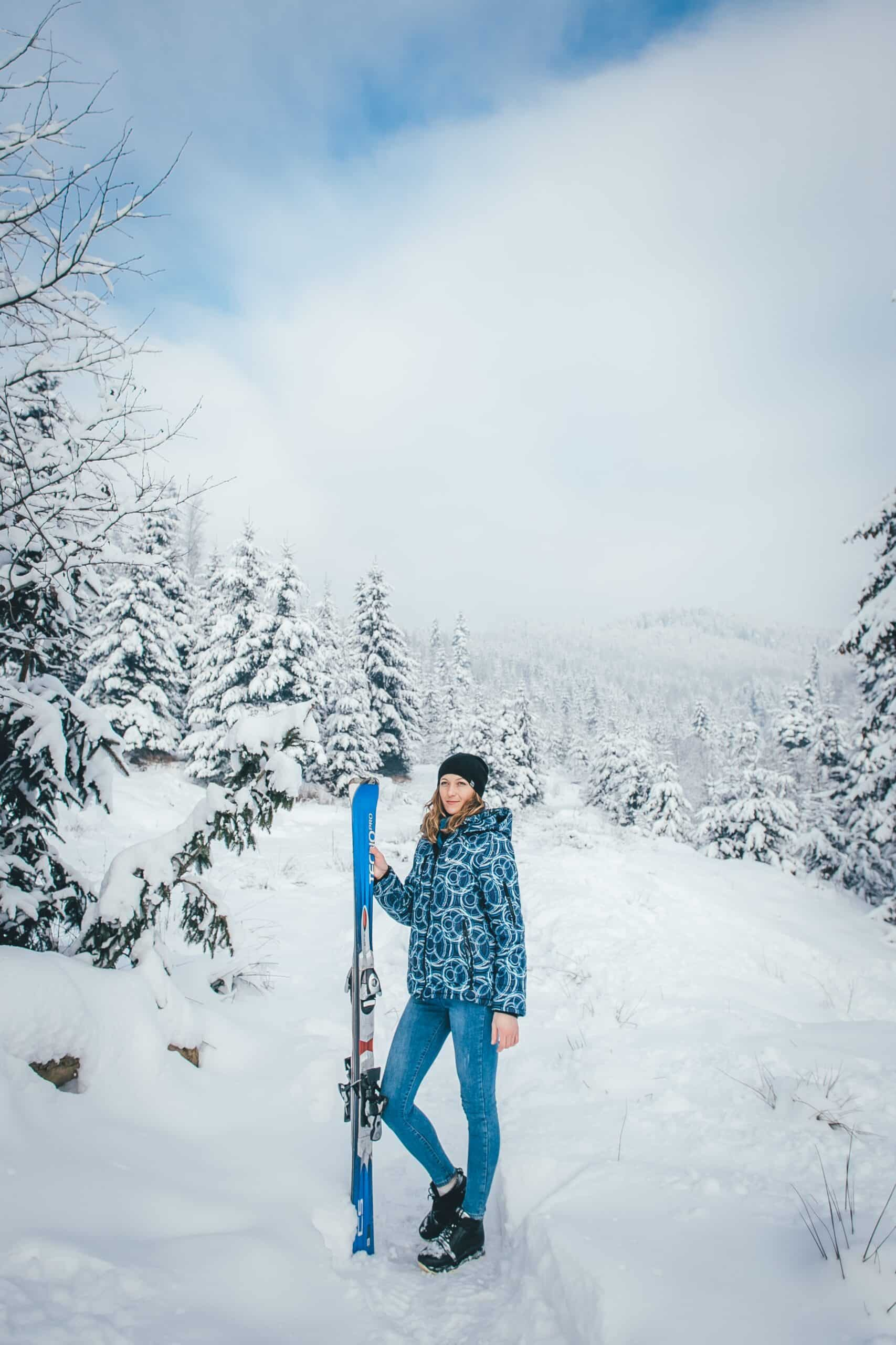 woman skiing while pregnant
