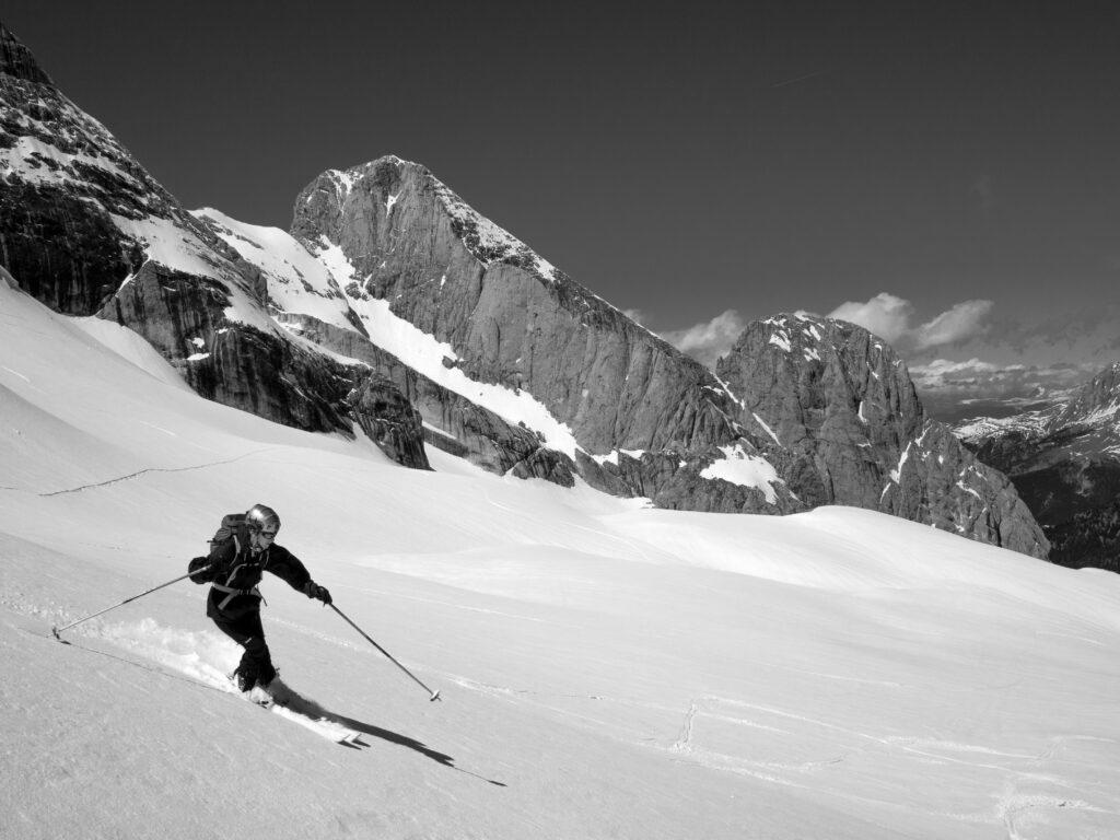 man freeride skiing