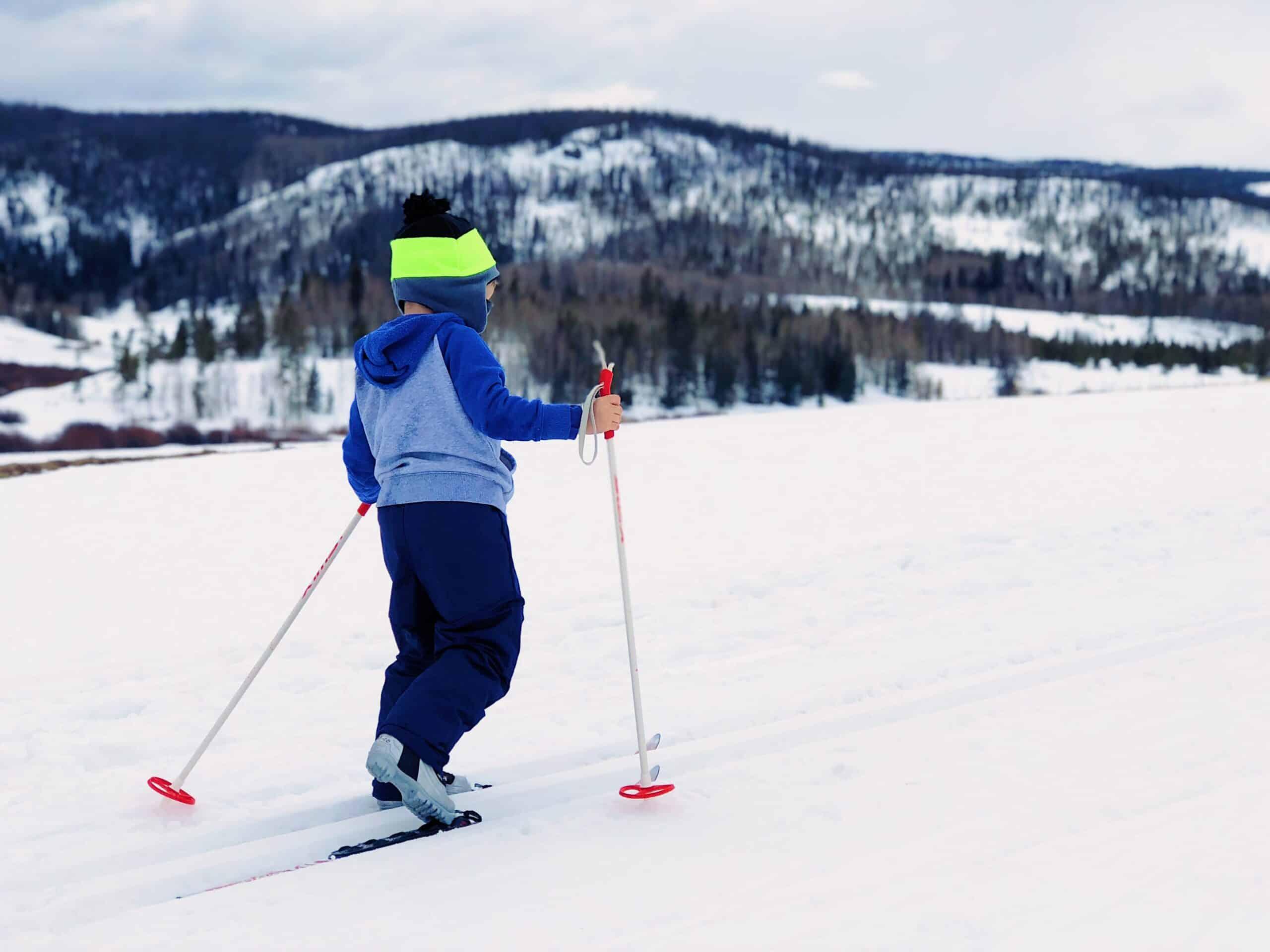 Kid on skiis