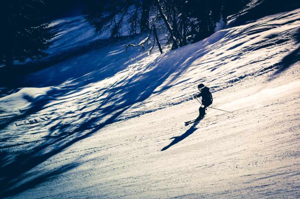 kid skiing on best skis for kids