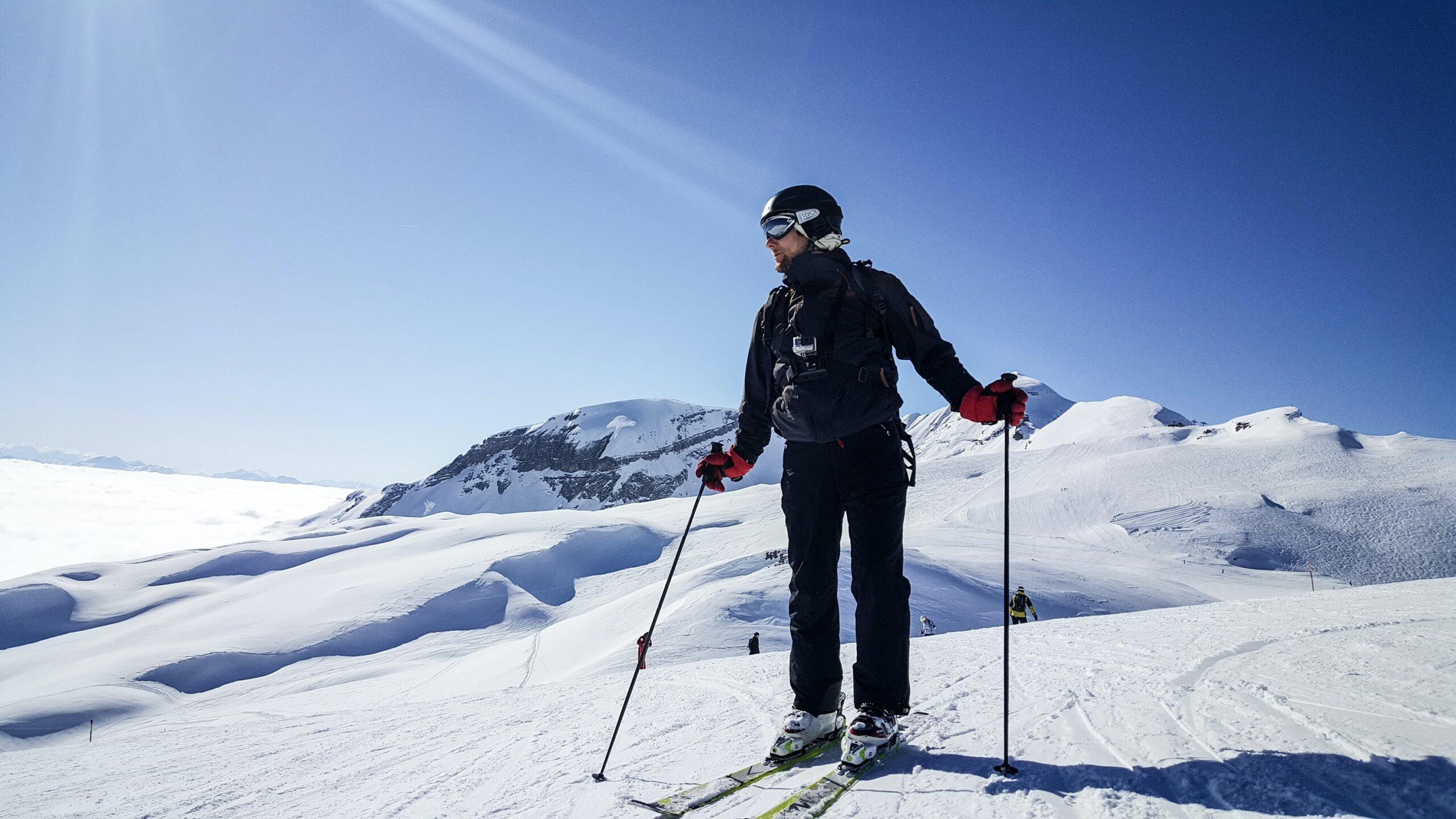 man in spring skiing gloves