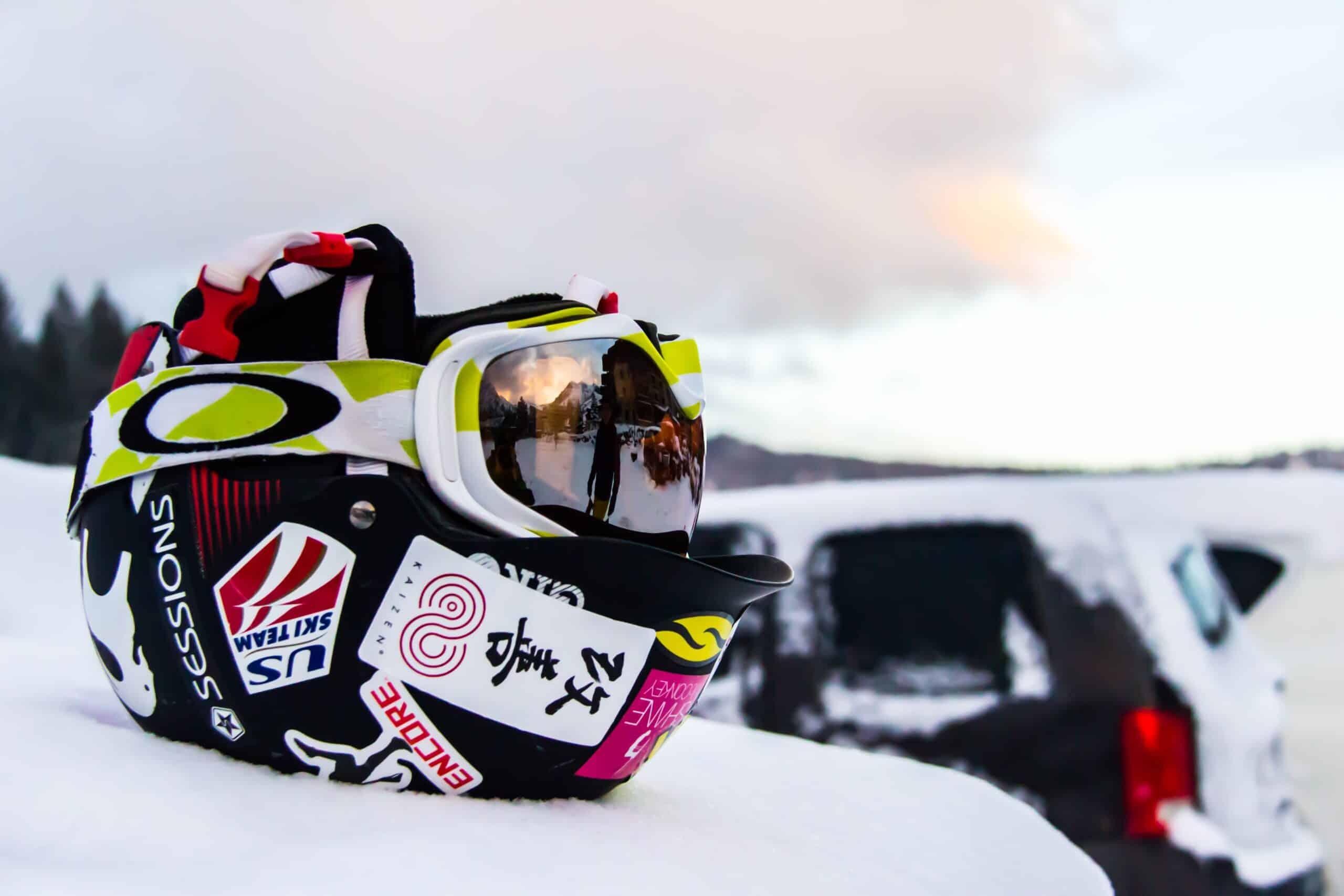 Ski helmet with visor