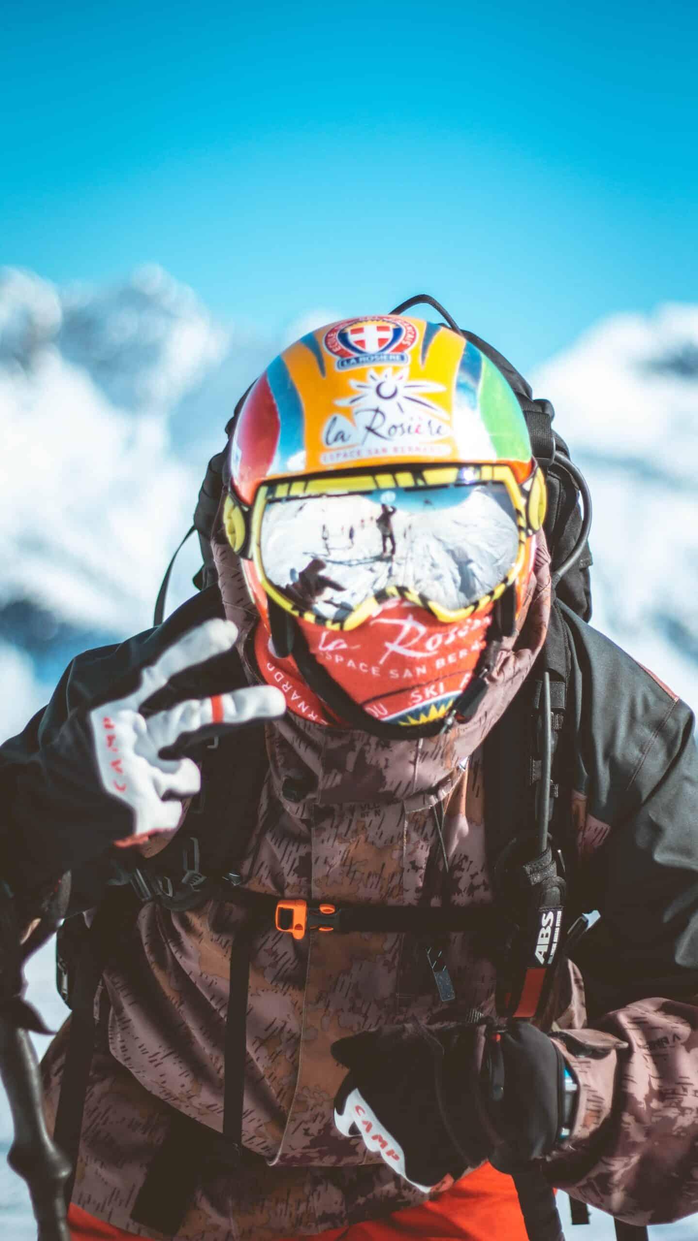 skiier in neck gaiter