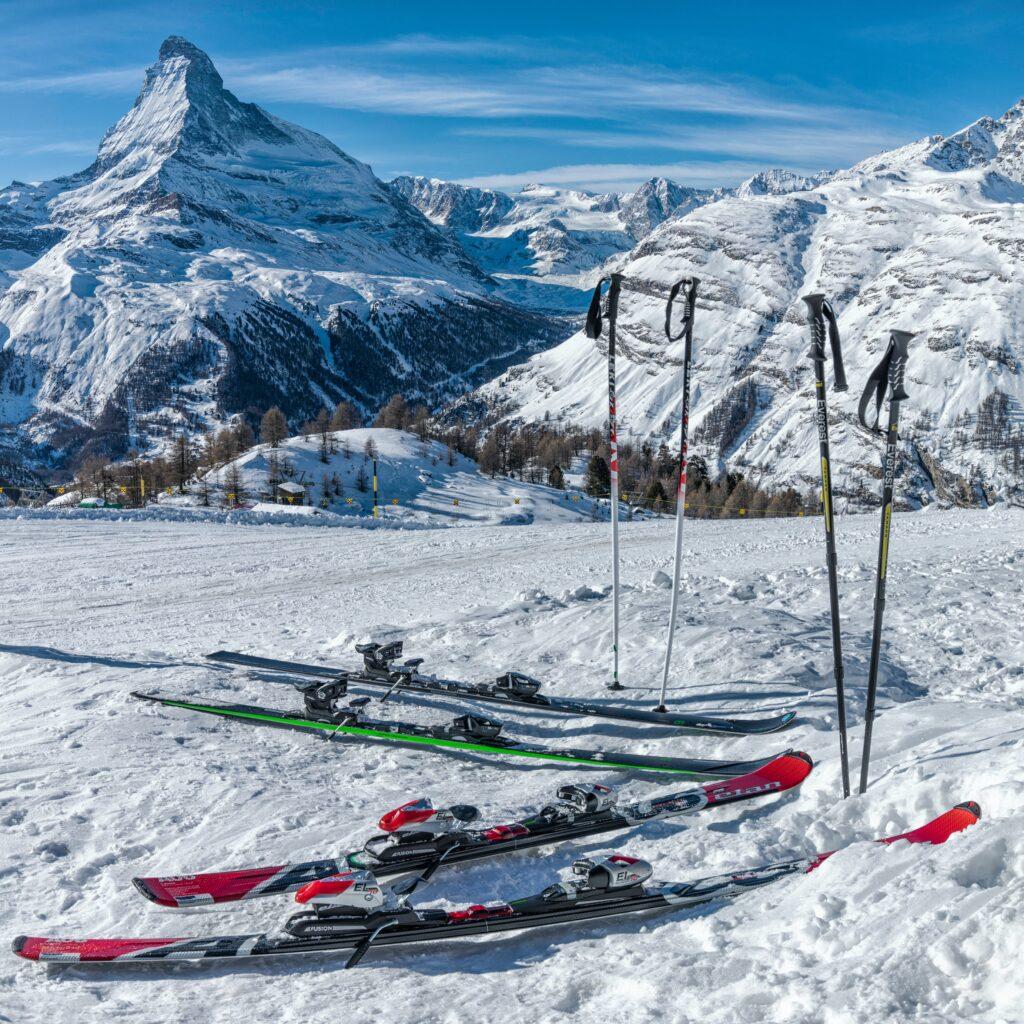 skis with ski straps