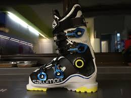 how much do ski boots weigh