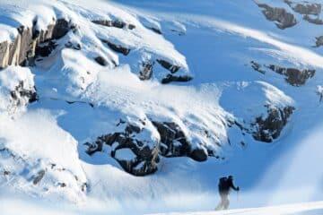 keep phone warm skiing